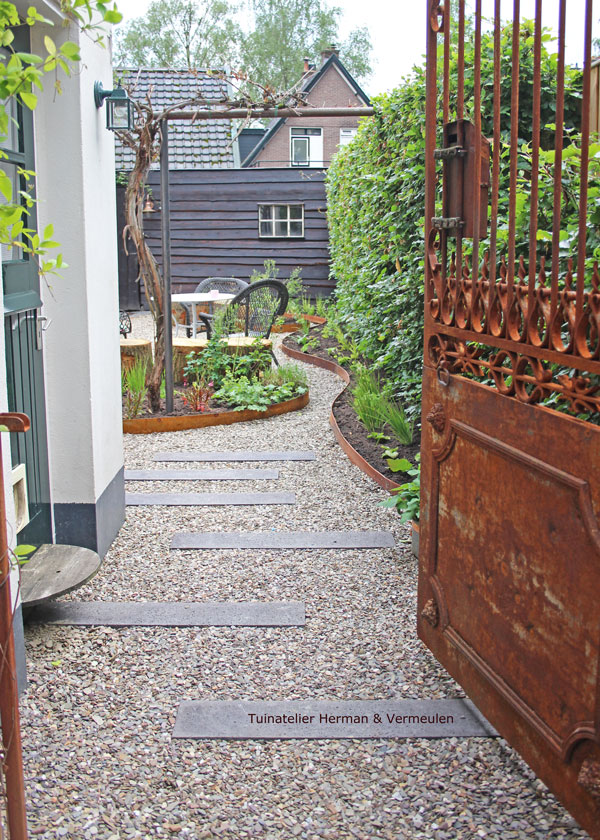 mooie materialen tuin zoals corten zorgen fijne uitstraling
