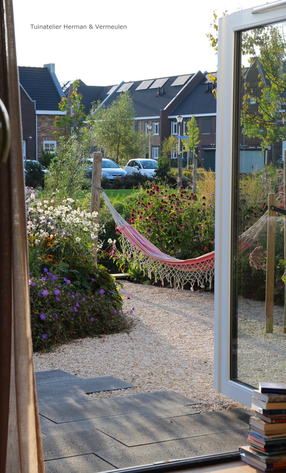 kindvriendelijke tuin met hangmat
