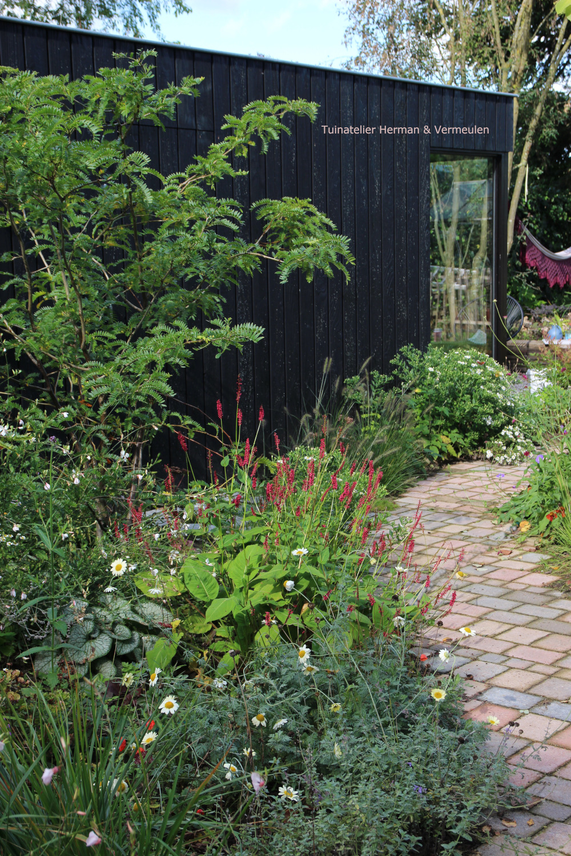 modern tuinhuis natuurlijke tuin